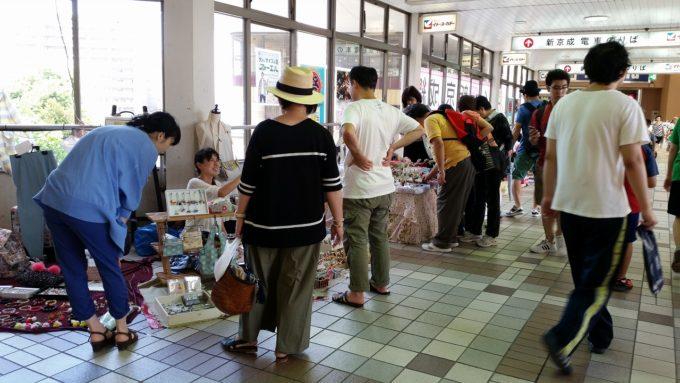 新津田沼駅2階連絡通路にてフリーマーケットの同時開催